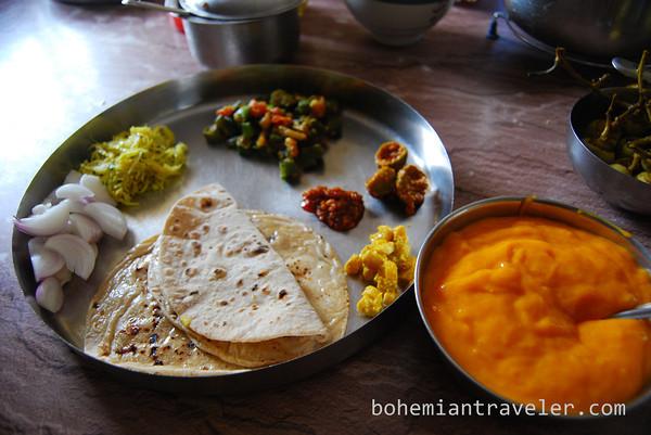 Gujarati%20thali%20Indian%20food-M