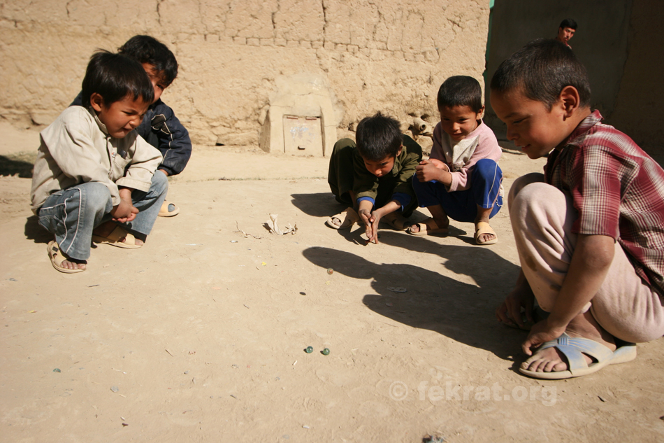 afghan-children-playing-ball-in-barchi