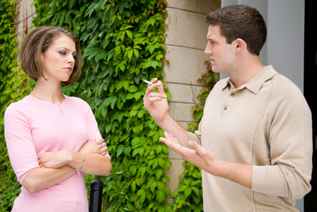 woman-annoyed-with-smoker-boyfriend-horiz