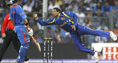 _51976561_dilshan_catch